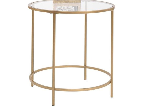 میز عسلی فلزی طلایی که قسمت بالای آن از شیشه می باشد و قاب عکسی بر آن قرار دارد و میز در زمینه ای سفید از عکس قرار گرفته است