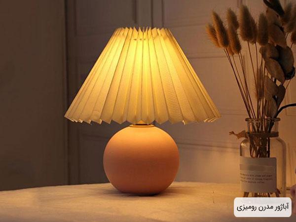 آباژور مدرن رومیزی به منظور روشنایی بخشیدن به فضای داخلی اتاق