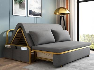 در تصویر ، یک ست مبلمان تخت شو مشاهده می گردد. دکوراسیون منزل نیز نمایان است.