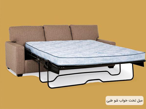 تصویری از یک کاناپه تخت شو طبی با پس زمینه زرد مبل طبی در حالت تخت خواب می باشد.