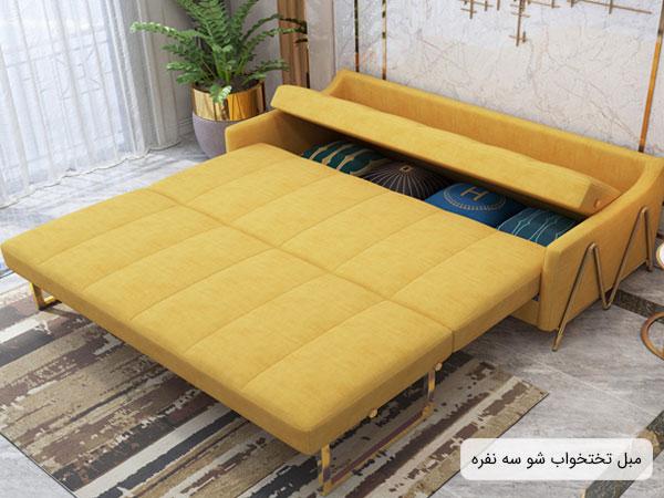 تصویری از یک مبل تخت شو سه نفره با رنگ تشک زرد