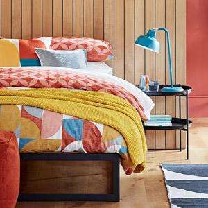 مجموعه ای از سرویس خواب و تجهیزات مورد نیاز اتاق خواب