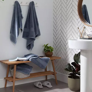 اجزای دکوراسیون حمام شامل جالباسی ، نشیمن ، باکس و آینه کنسول