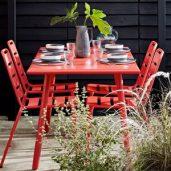 میز و صندلی های محوطه برای دکوراسیون فضای باز