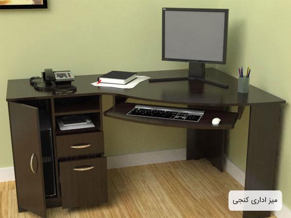 ميز گوشه اي مناسب دفتر کار به رنگ قهوه اي تيره که يک عدد مانيتور در کنار يک جامدادي و يک دفتر و يک عدد تلفن بر روي آن قرار گرفته است