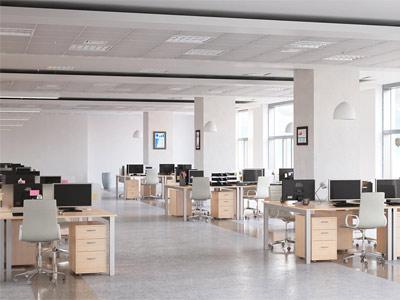 فضای يک دفتر کار امروزی که دارای چندين عدد ميز و صندلی مي باشد و بر روی هر ميز يک کامپيوتر قرار گرفته است
