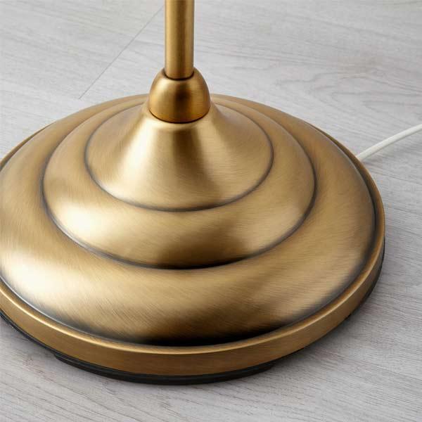 تصويری از پايه گرد و فلزی آباژور ايکيا به رنگ طلايی.