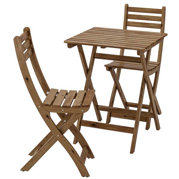 ميز ناهار خوری کم جا و مدرن ايکيا به رنگ قهوه ای و بدنه چوبی در پس زمينه سفيد