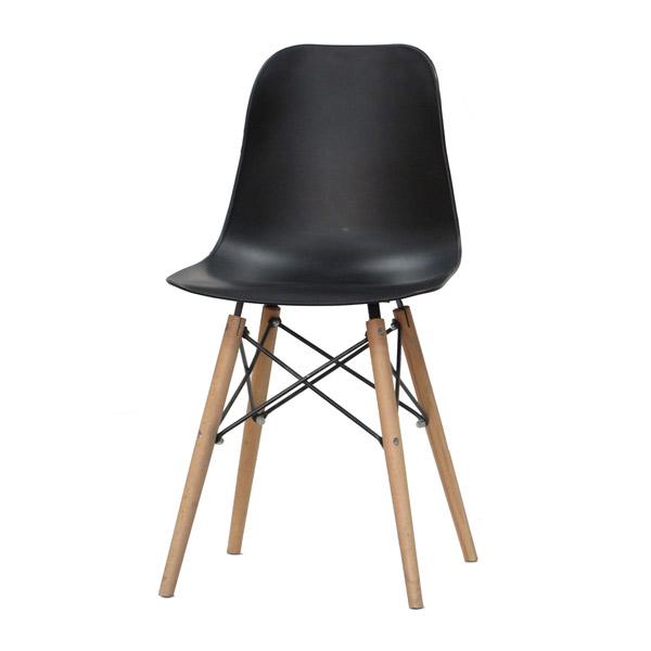 صندلی ناهار خوری آريا مشکی رنگ با طراحی اسپرت و شيک در پس زمينه سفيد.