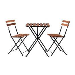 ميز ناهار خوری تاشو چوبی با طراحی مدرن و به رنگ قهوه ای در پس زمينه سفيد
