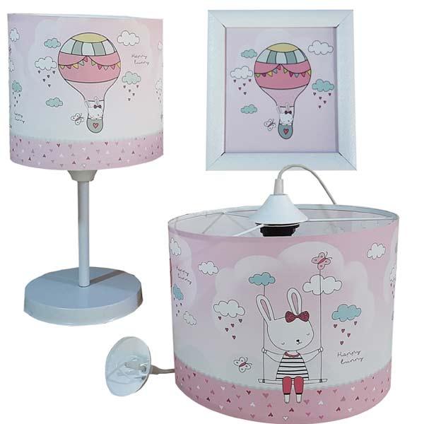 آباژور و لوستر مونی مناسب براي اتاق کودک با ترکيب رنگ روشن در پس زمينه سفيد.