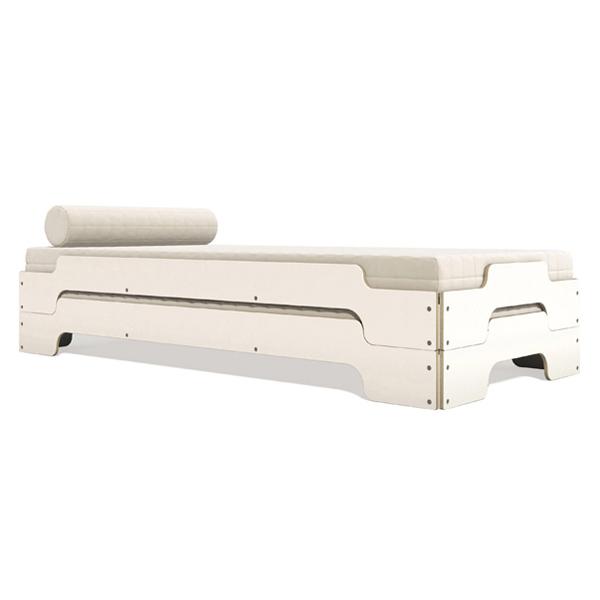 تخت خواب اسپرت a26 با طراحی مدرن و ساده به رنگ سفيد صدفی در پس زمينه سفيد.